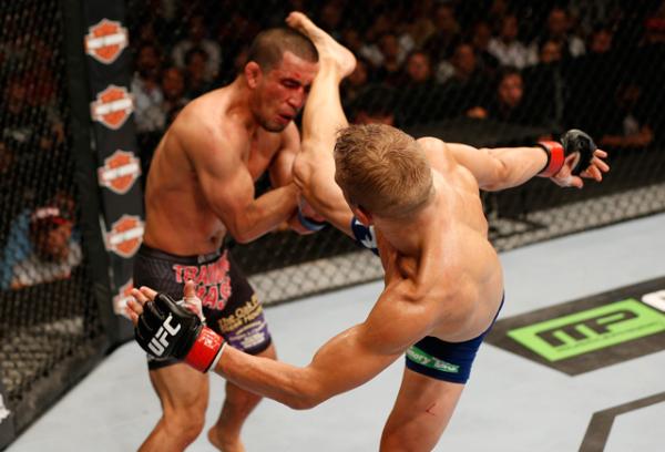 TJ Dillashaw knocks out Joe Soto @ U.F.C 177
